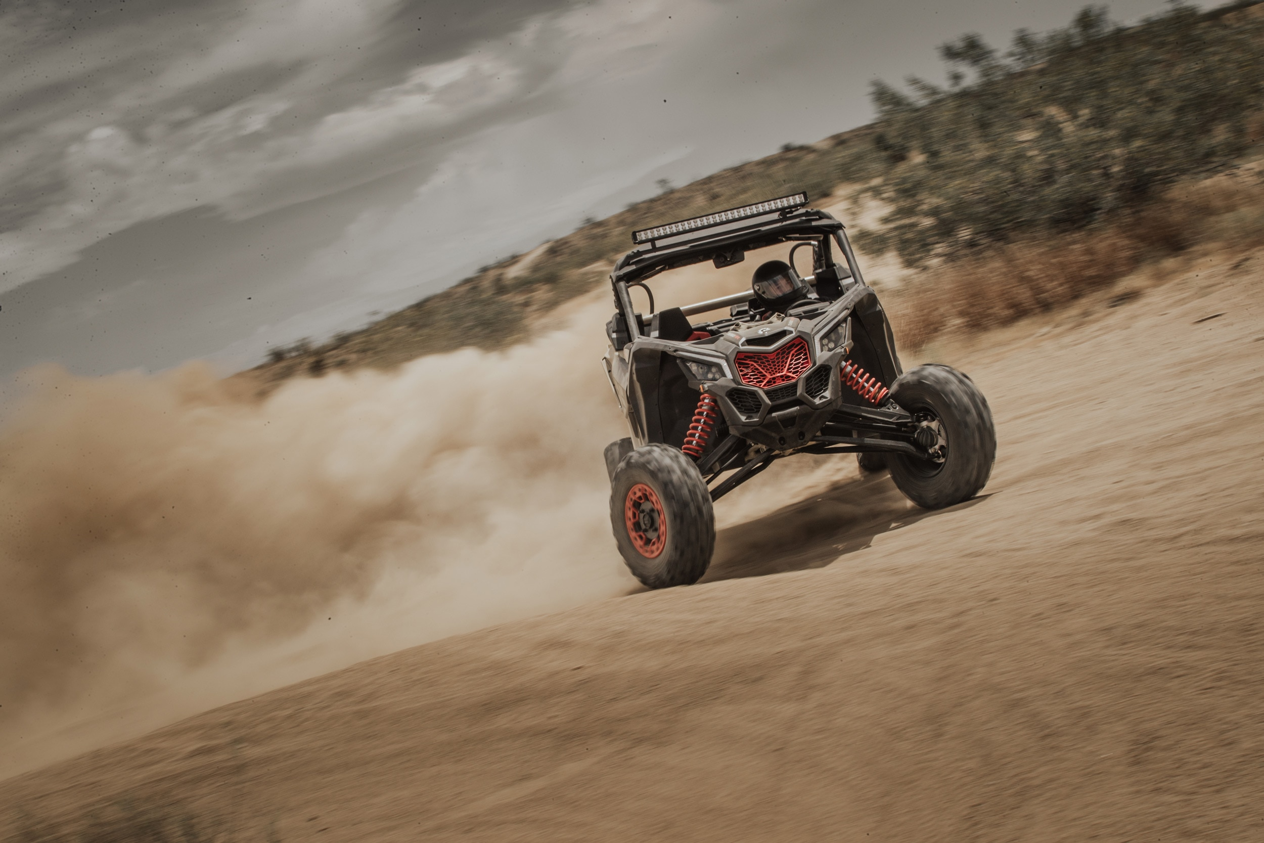 Can-Am Off-Road Side-by-Side – Leistung, Handling und Fox-Dämpfertechnologie
