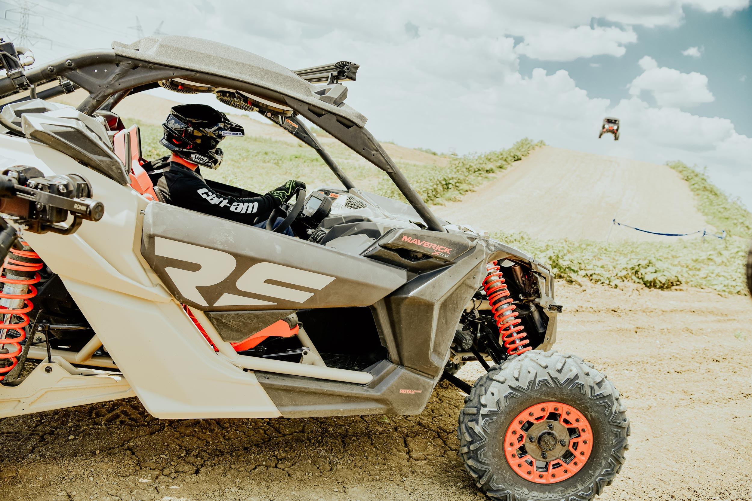 Can-Am Off-Road new semi-active suspension tested by Dustin