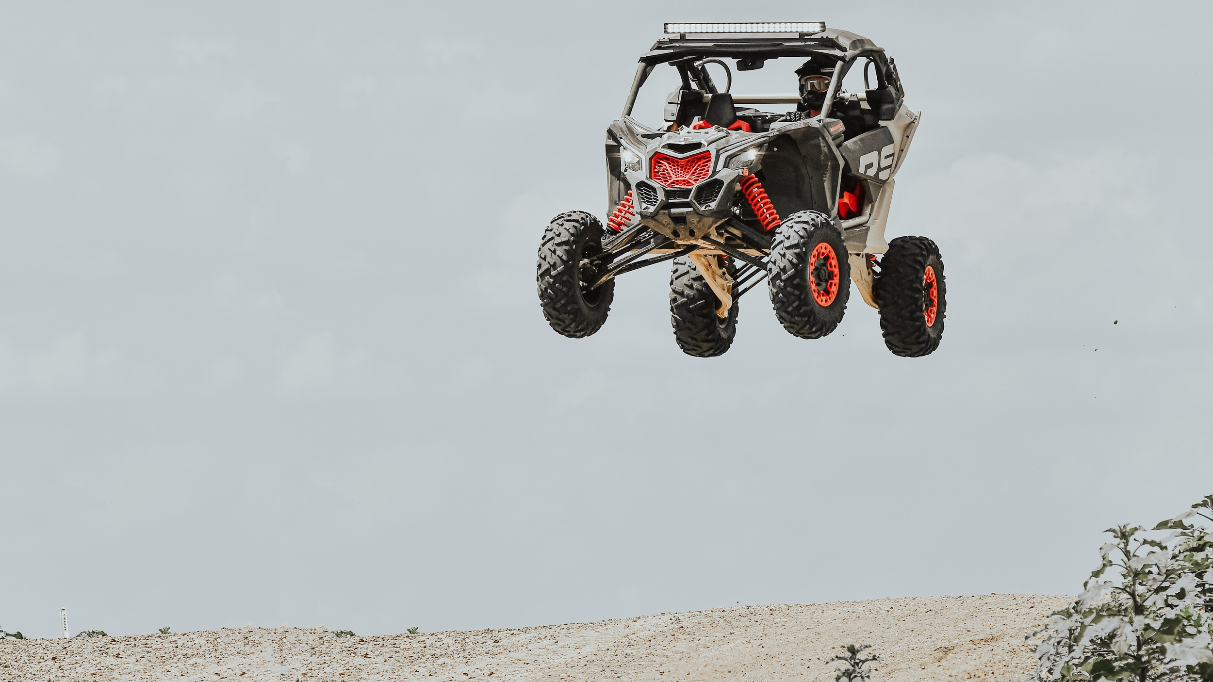 MY21 Can-Am Maverick X rs Turbo RR Desert Tan Carbon Black Can-Am Red Feature