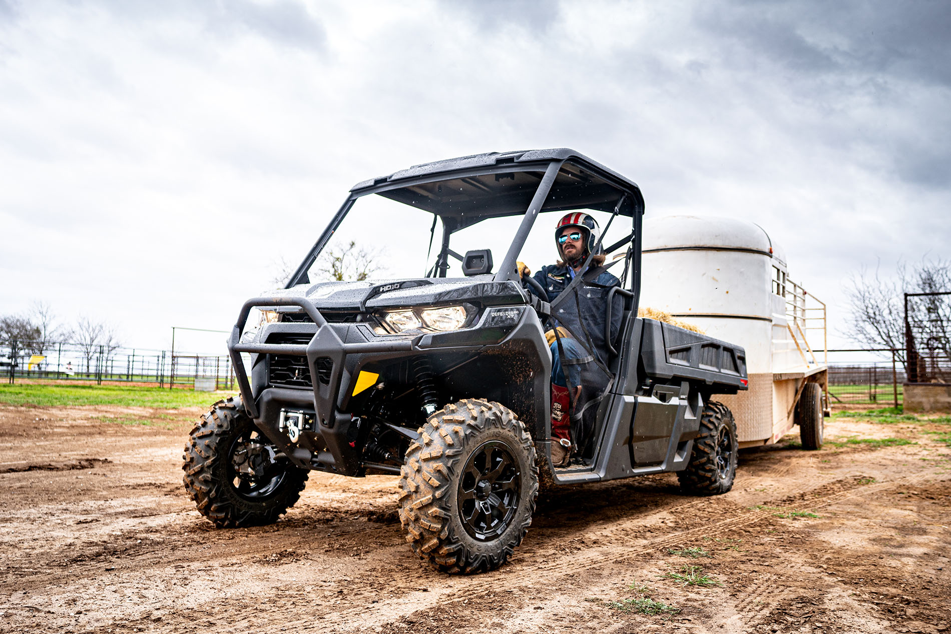 Can-Am Defender 6x6 industry leading hauling and towing capacity