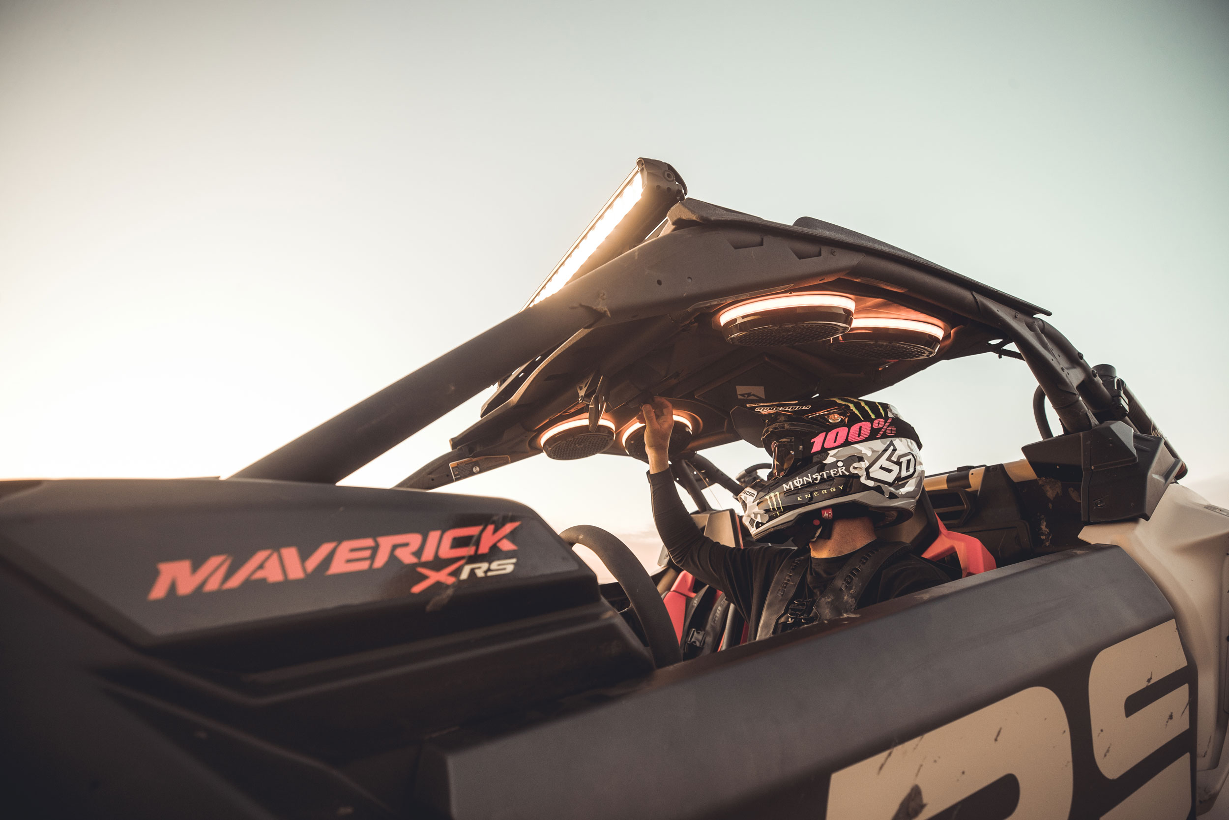 MY21 Can-Am Maverick X3 X rs Turbo RR 沙漠黄/碳黑/加美红 - 悬架