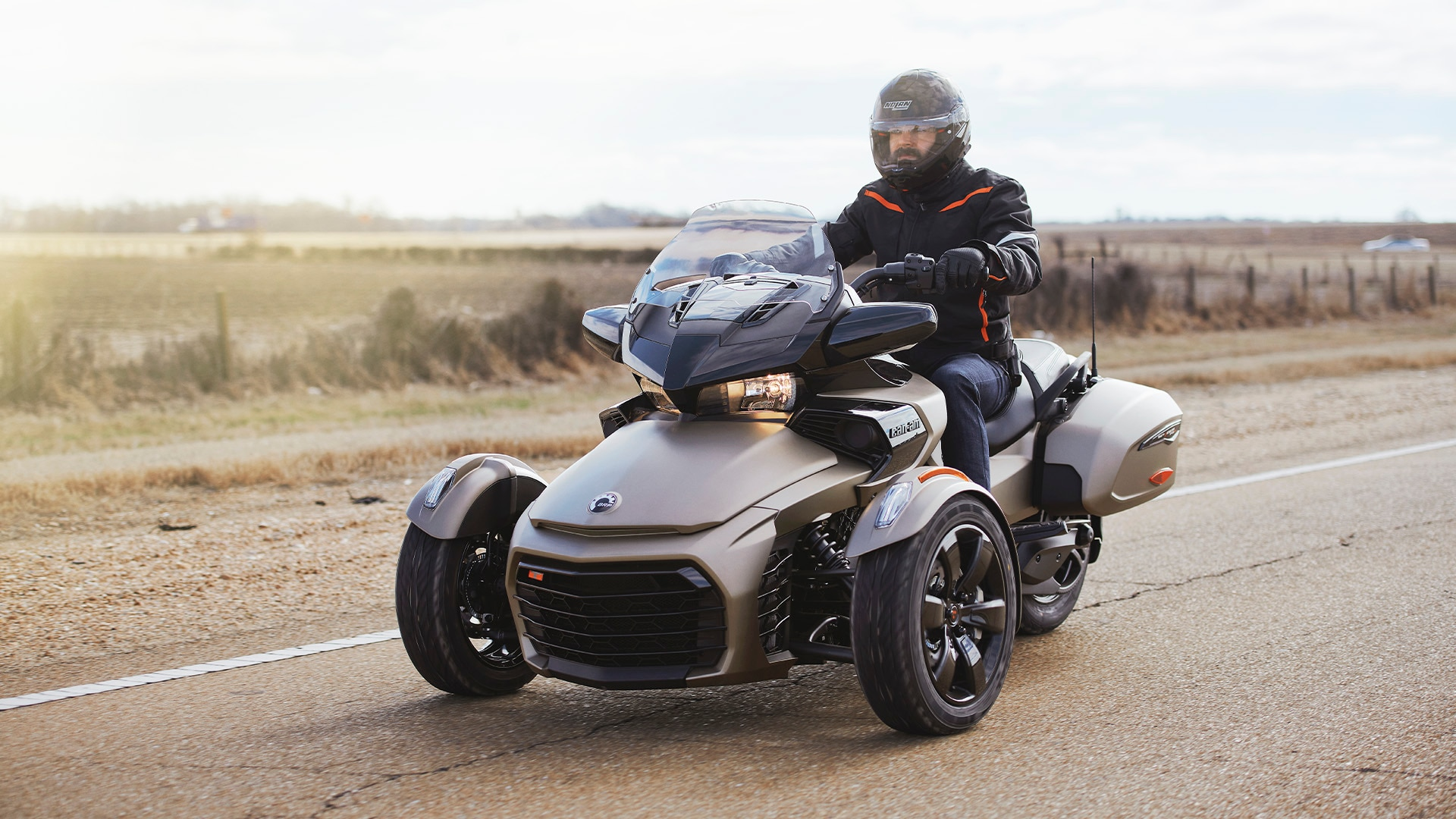 Clint Carter qui conduit sur son véhicule Can-Am Spyder F3-T