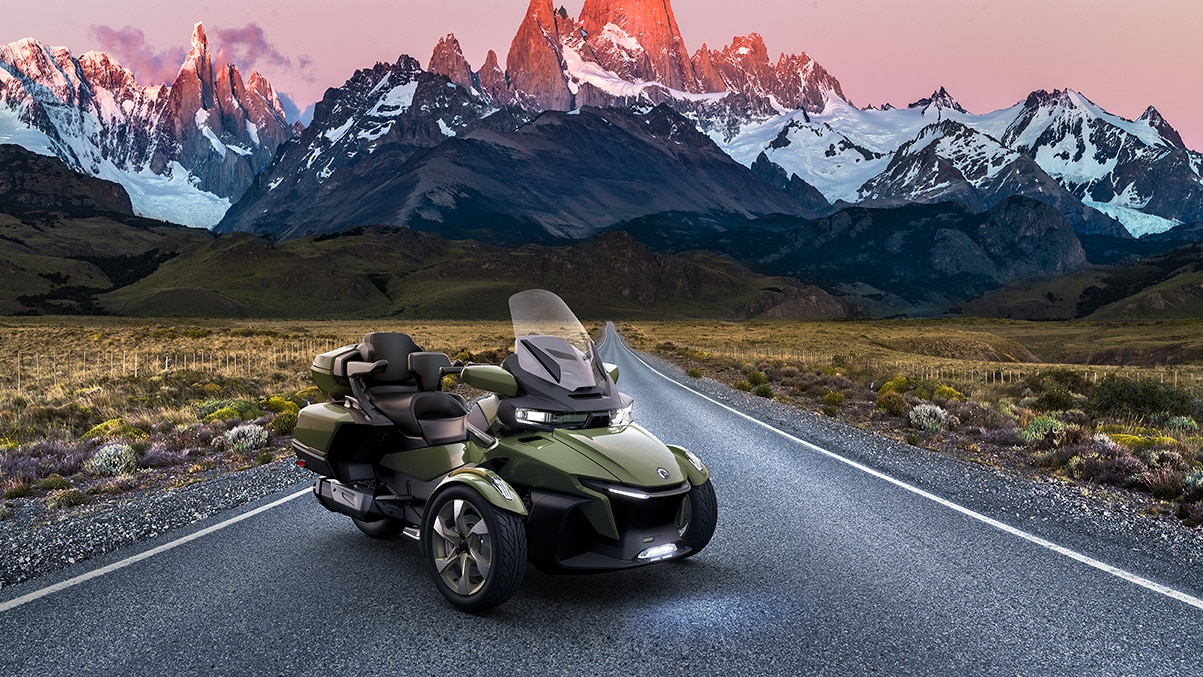 Can-Am Spyder RT Sea-to-Sky in a Japan background